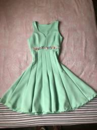 Vendo 3 vestidos semi novos