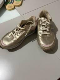 Tênis dourado tamanho 31