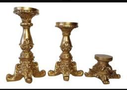Trio de castiçais em resina dourado