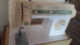 Título do anúncio: Maquina de costura Singer facilita 43, bem conservada