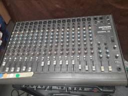 Mesa de som e caixa acústica