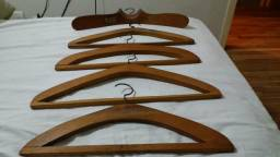 Cabides antigos em madeira maciça
