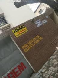 (R$180.000) Apartamento no Centro c/ 02 Quartos, Garagem e Elevador