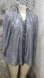 Blusa brilhosa com sobre blusa cinza da marca Richard Karen Kwong tam gg