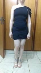 Vestido preto um ombro