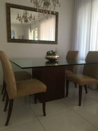 Conjunto semi novo de mesa e 4 cadeiras