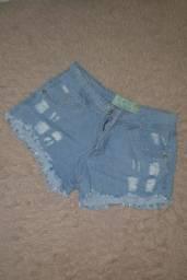 Short jeans e blusa