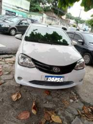 Título= Toyota etios sedan xs 1.5  2015/2015