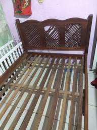 Vendo cama de casal de madeira pura