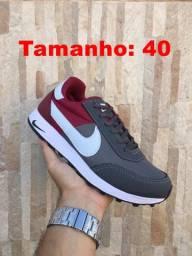 Tênis Nike tamanho 40 - Black Friday