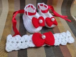 Sapatinhos e tiara de croche para bebê