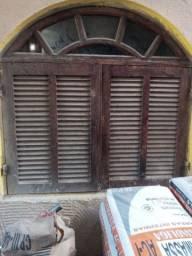 Porta de madeira toda com vidro e. 2 janelas