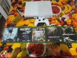 Título do anúncio: Xbox One S com 5 jogos, entrego na rua residencia