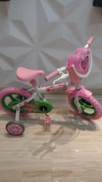Bicicleta infantil rosa aro 12, com uma linda bolsa rosa em formato de coração