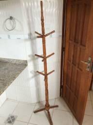 Cabide de madeira