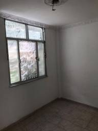 Alugo apartamento Rua Conselheiro Galvao n 210 2 quartos em Madureira