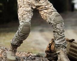 Calça camuflada estilo USMC (Marine Corps) com proteções. Tamanho XL. NOVA