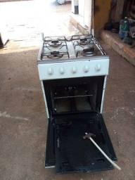 Título do anúncio: Vende-se fogão funcionando os quatro bocas e o forno entrego200rs