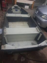 Barco de alumínio com treis metros i meio com motor