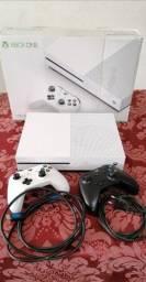 Título do anúncio: Xbox one S 1 TB,  importado com dois controles