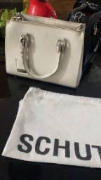 Título do anúncio: Vendo duas bolsas Schutz apenas 500,00 pra desapegar
