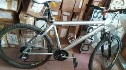 Título do anúncio: Bicicleta aluminium aro26  21v
