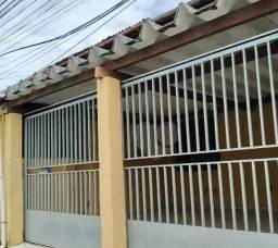 Casa a venda em condomínio particular na maraponga
