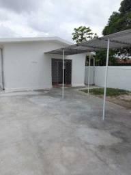 COD C-10 Casa no bairro do Cristo 3 quartos bem localizada
