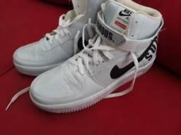 Nike supreme branco