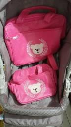 Carrinho de bebê e conjunto de bolsas maternidade menina