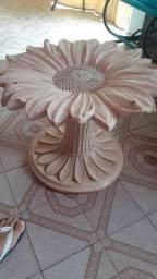Linda Mesa de Girassol de pedra de sabão.
