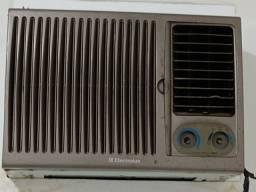 Vendo 02 ar condicionado em bom estado