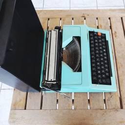 Fabricada na Bulgaria em 1978 Maquina de escrever antiga - antiguidade