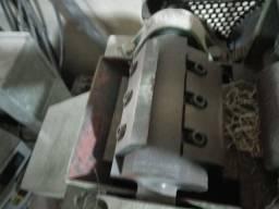 Extrusora com painel revisado e picador