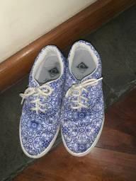 Tênis azul estampado (estilo vans)