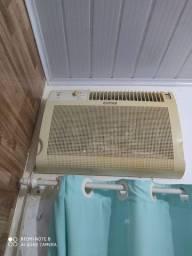 Ar condicionado .. gelando muito, limpo e higienizado