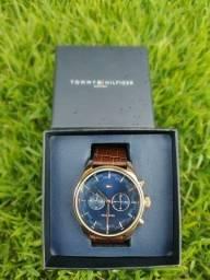 Relógio Tommy Hilfiger Dourado com pulseira de couro