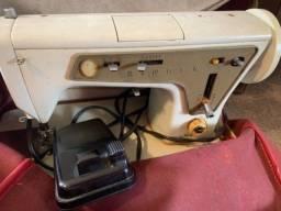 Título do anúncio: Vendo máquina de costura Singer antiga