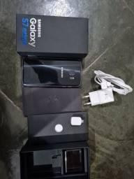 Samsung Galaxy S7 Edge na caixa.