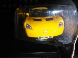 Miniatura 2001 Opel Speedster - Maisto Escala 1:35