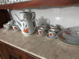 Jogo de café e chá antigo.