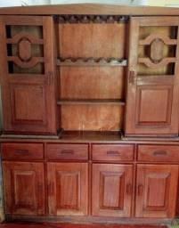 Armário de madeira nobre