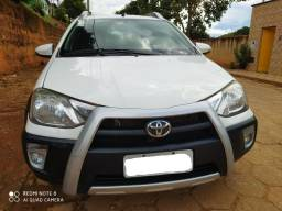 Vendo Toyota Etios Cross 1.5 2014