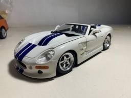 Título do anúncio: Miniatura Shelby Series 1 Maisto 1/18