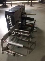 Máquina Rotuladora semiautomática para rotulagem de frascos cilíndricos