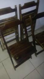 4 cadeira de madeira bom estado