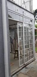 Janela-porta em ferro