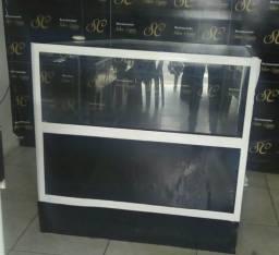 Balcão de ferro com vidro