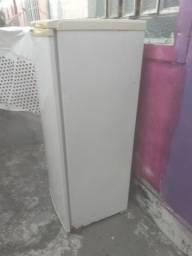 Vendo geladeira Electrolux R280