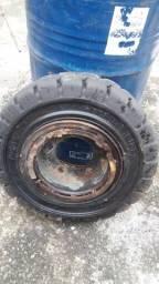 2 pneus de empilhadeira (7.00 - 12) com o aro trava soldado